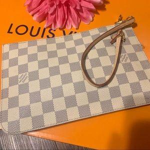 Louis Vuitton Wristlet 💕